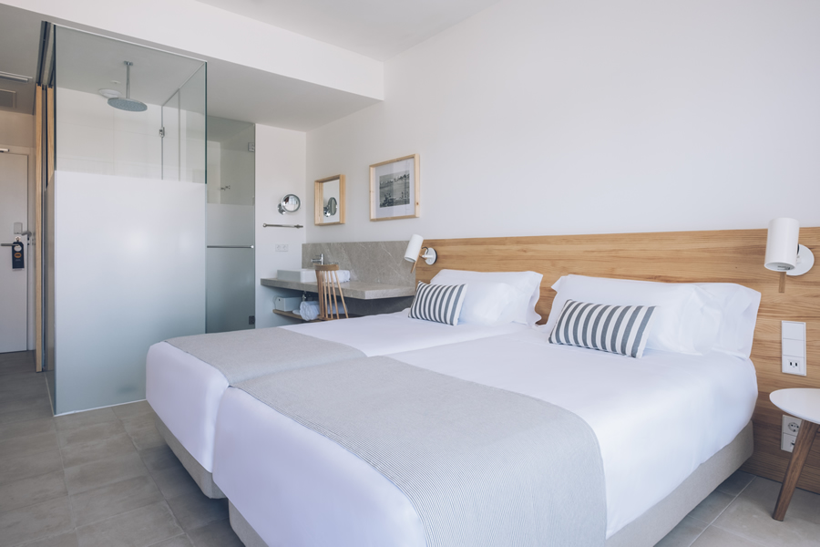 book double room with sea view in hotel aya in playa de palma